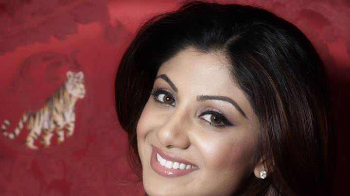 Shilpa Shetty Smiling Side Pose